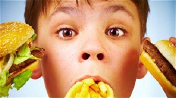 Đồ ăn nhanh gây nhiều tác hại xấu tới sức khỏe của trẻ