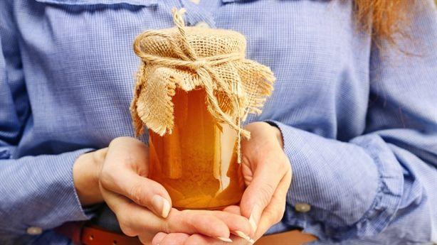 Biến mật ong thành thuốc chữa bệnh tại nhà