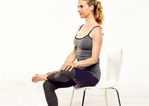 5 động tác yoga đơn giản với ghế cho hiệu quả bất ngờ