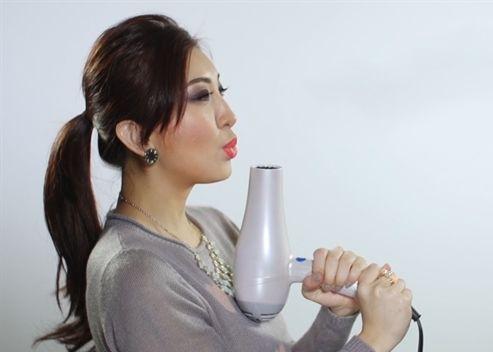 Không chỉ để làm đẹp, công dụng của máy sấy tóc với sức khỏe sẽ khiến bạn phải ngạc nhiên