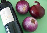 Học lỏm bài thuốc hành tây ngâm rượu vang đỏ chữa bệnh xương khớp