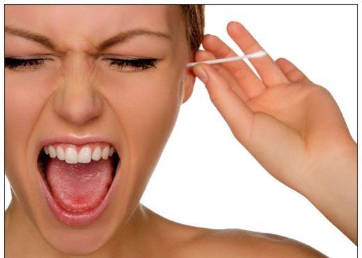 Nguy hiểm khi thường xuyên dùng bông ngoáy tai