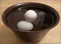 Mẹo kiểm tra chất lượng trứng gà các bà nội trợ cần biết