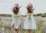 Chẳng cần tìm kiếm đâu xa, chị em họ chính là người bạn thân tuyệt vời nhất