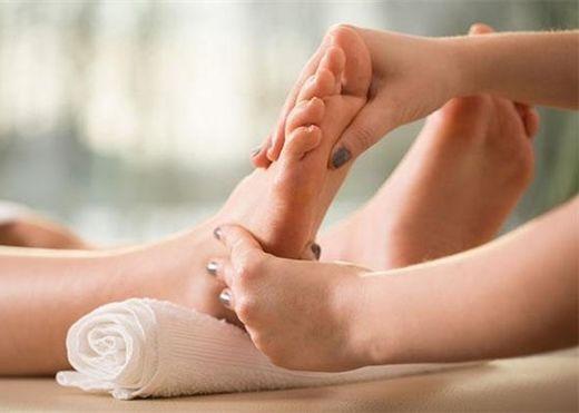 Những dấu hiệu trên bàn chân cảnh báo các vấn đề nghiêm trọng về sức khỏe của bạn