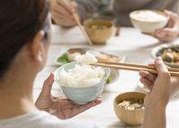 """Những thói quen khi ăn cơm đang """"giết"""" sức khỏe nhanh hơn ung thư"""
