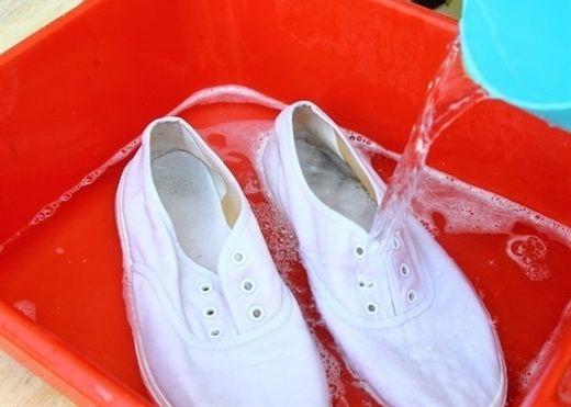Những sai lầm khi giặt giày mà nhiều người mắc phải