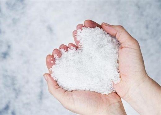 Bạn đã biết cách dùng nước muối đánh bay mụn cứng đầu?