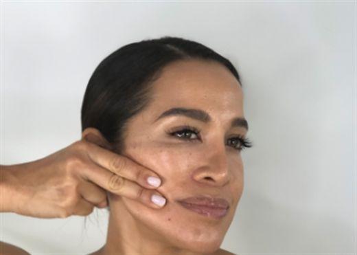 8 bước massage mặt giúp da giảm chảy xệ cho bạn tự tin đón Tết
