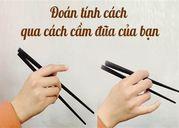 /song-tam-ly/de-dang-nhin-tay-cam-dua-ma-doan-duoc-tinh-cach-cua-mot-nguoi-28505/