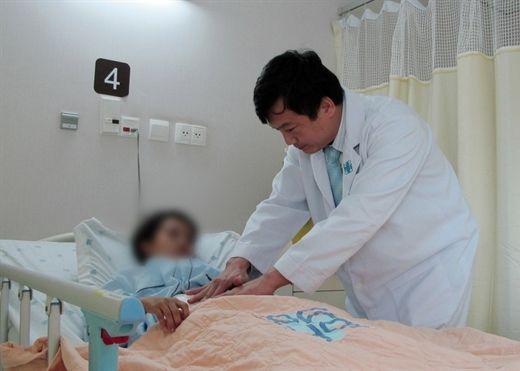 Bị tiêu chảy kéo dài mà không đi khám, người phụ nữ sốc nặng khi biết bị ung thư ruột