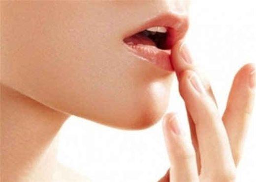 Bí kíp đơn giản giúp làm sáng đôi môi sẫm màu