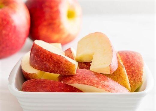 Táo rất tốt cho sức khỏe nhưng cứ ăn tì tì có ngày rước họa vào thân
