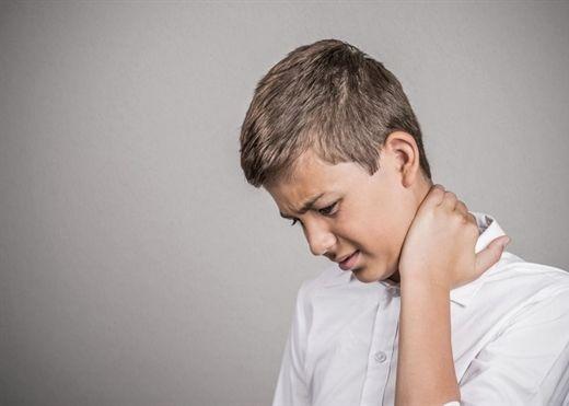SOS - Giới trẻ sẽ bị đau lưng sớm do dùng nhiều máy tính và điện thoại