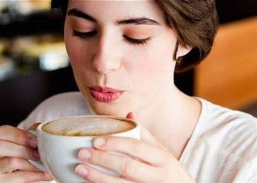 Phụ nữ uống cà phê ít bị Ù TAI