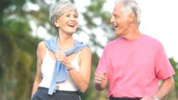 Người cao tuổi đi bộ thường xuyên rất tốt cho sức khỏe