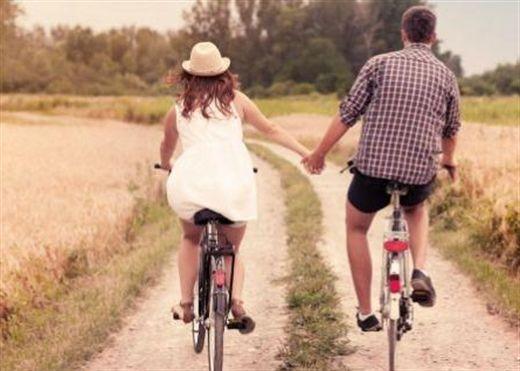 10 lý do khi yêu bạn vui vẻ và khỏe đẹp hơn