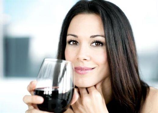 Liệu pháp TRỊ MỤN hiệu quả với rượu vang đỏ