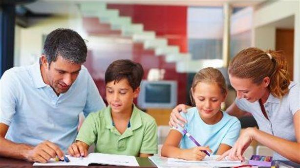 Sai lầm của bố mẹ khiến việc học trở nên kinh hoàng với trẻ
