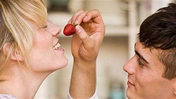 Những loại thực phẩm có lợi và có hại cho chuyện yêu