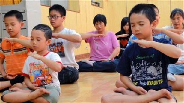 Trẻ tập thiền: Giúp con thông minh, bớt nghịch