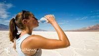 8 dấu hiệu cảnh báo cơ thể bạn bạn uống không đủ nước trong ngày hè nóng bỏng