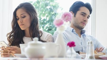 Các dấu hiệu cảnh báo hôn nhân của bạn đang tồi tệ