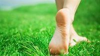 Tháo bỏ giày, đi chân đất và vô vàn lợi ích cho sức khỏe