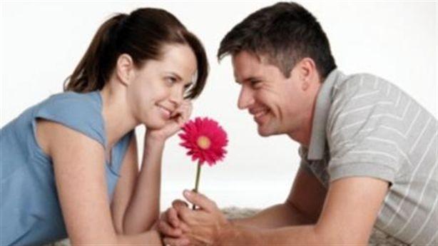 Đàn ông nên nịnh vợ mới là 'chuẩn'