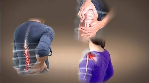 5 triệu chứng đau xương khớp tuổi trung niên