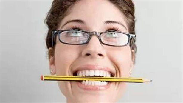 Chữa bệnh đau đầu chỉ cần 1 chiếc bút chì