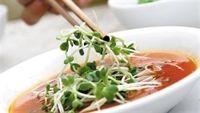 Ăn rau mầm sống có thể gây ngộ độc