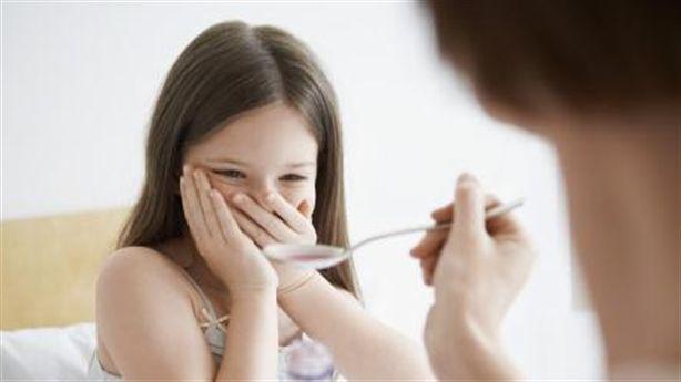 Cho trẻ uống siro ho nên cẩn thận chú ý những điều sau để tránh tác dụng phụ