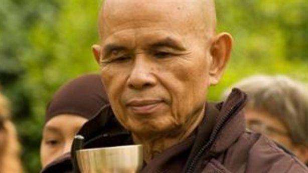 10 câu nói về tình yêu và đau khổ nên 'khắc cốt ghi tâm' của thầy Thích Nhất Hạnh