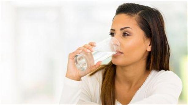 """Một cốc nước ấm mỗi sáng """"hồi sinh"""" cơ thể bạn như thể nào?"""