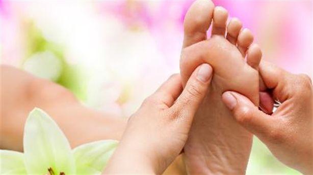 5 phút massage chân trước khi ngủ: Lợi trăm bề