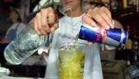 Tại sao không nên uống bia, rượu pha lẫn với nước ngọt có ga?