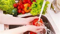 Cách rửa rau quả loại bỏ vi khuẩn và thuốc trừ sâu