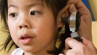 Cách xử lí khi trẻ bệnh viêm tai giữa kéo dài