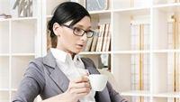 Dân văn phòng bị căng thẳng: tránh xa 7 loại thực phẩm sau
