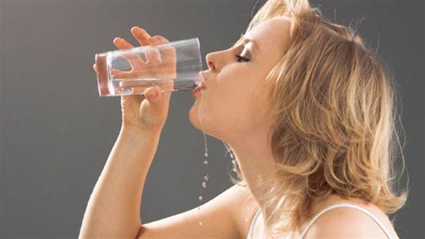 Uống nước liên tục mà vẫn khát, có thể bạn đã mắc phải 6 căn bệnh sau