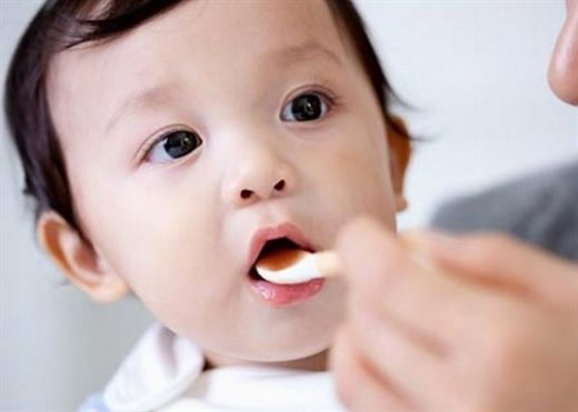 6 mẹo hạ sốt cho trẻ bằng phương pháp dân gian