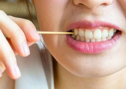 Tăm xỉa răng tưởng không hại nhưng hại không tưởng