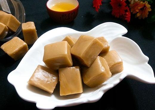 Tự làm kẹo dừa thơm ngon đãi khách ngày Tết