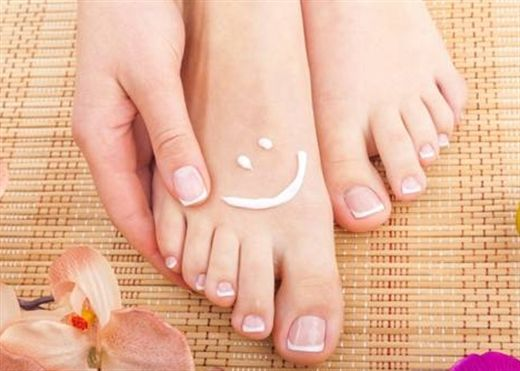 Bí quyết chăm sóc và rửa chân đúng cách để đôi chân hồng hào và mịn màng