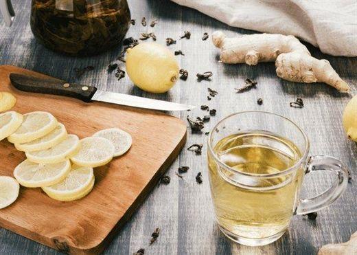8 lợi ích của việc uống nước gừng với chanh vào buổi tối