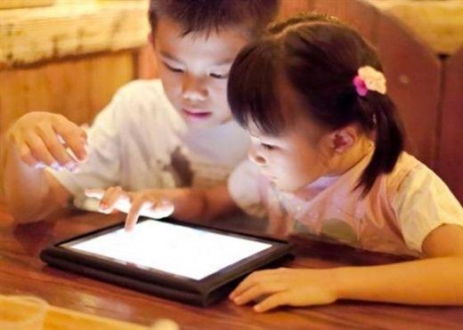 Thói quen của cha mẹ làm giảm trí thông minh của trẻ