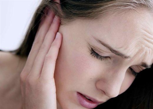 Mọc MỤN trong tai và mũi có nguy hiểm không?