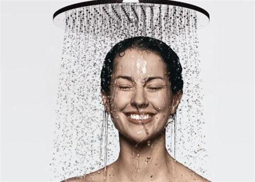 Nên tắm buổi sáng hay buổi tối?