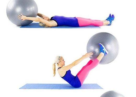 Tập 5 động tác với bóng để vòng bụng nhanh thon gọn
